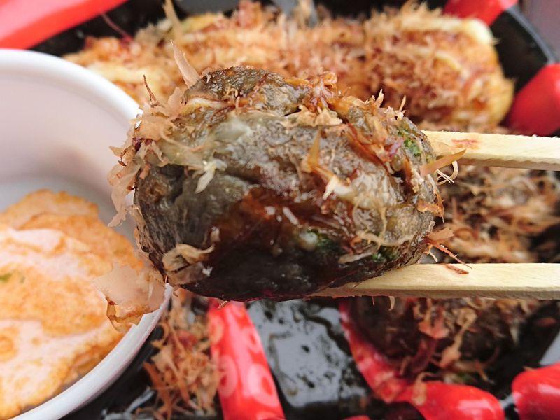 アツアツでござるよ!謎の黒い「忍者たこ焼」が大阪城に参上
