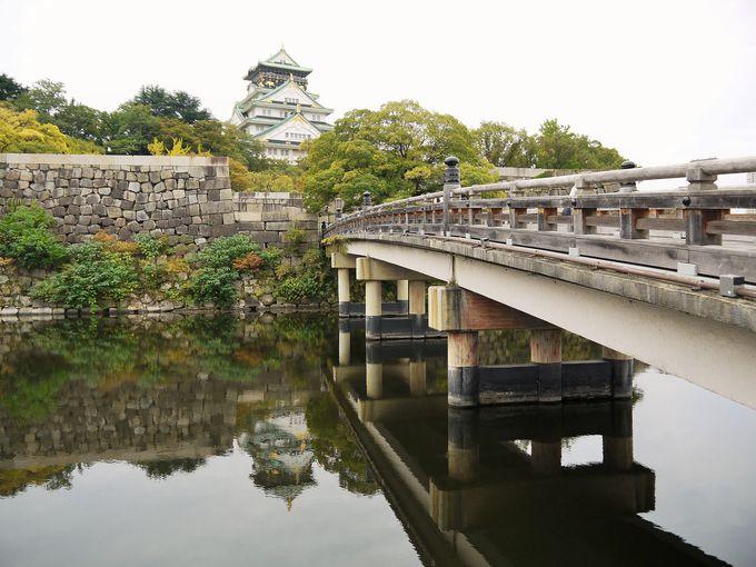 大阪城の天守閣を近くで見上げてみると…