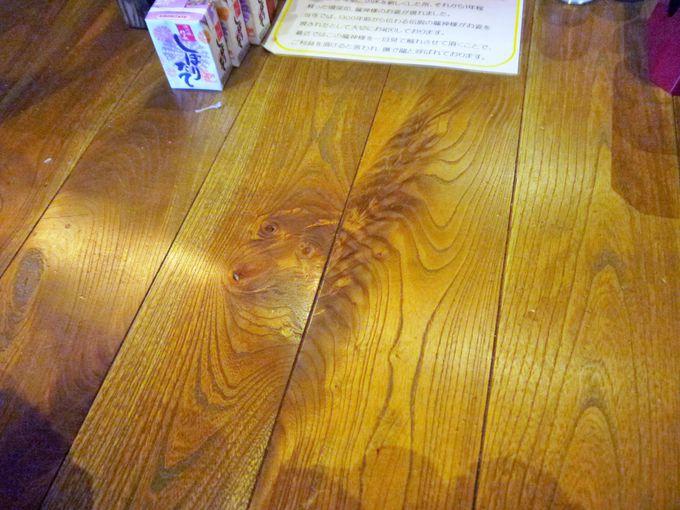 ある日突然、本堂床板に「龍神様」が現れた!