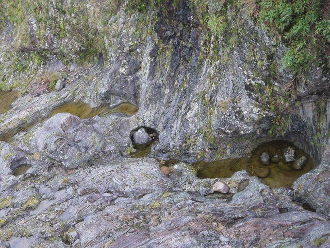 飛水峡の甌穴群は国の天然記念物