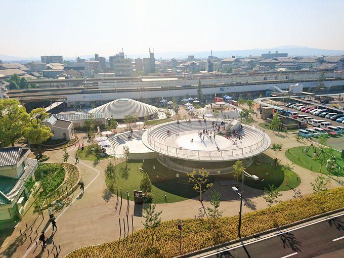 天理駅前広場に5つの古墳型構造物が出現!