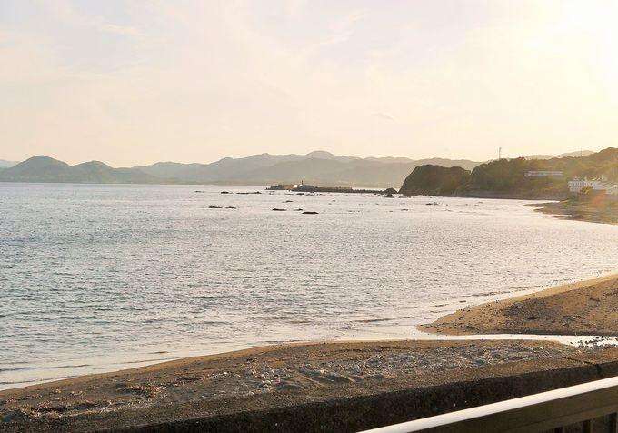 波の音が心地よい!窓の向こうはキレイな海景色