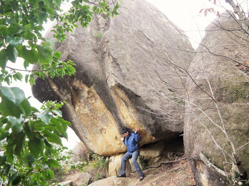 猿飛佐助の故郷!滋賀「三雲城址」落ちない巨岩は修行写真スポット