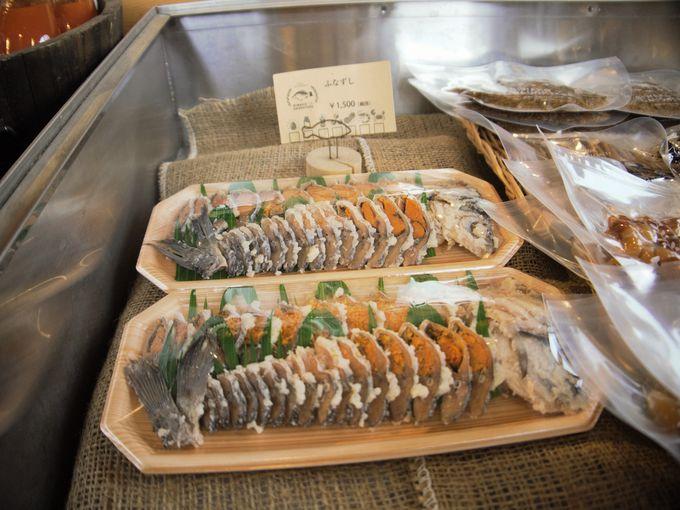 店内には琵琶湖でとれた魚介類の食材がいっぱい!