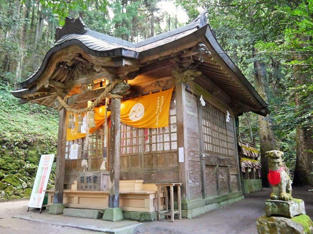 気品と神々しさに満ちた金持神社
