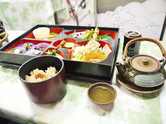 贅沢キノコがたっぷり!松茸ご飯はおかわりOK