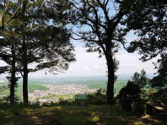 妻木城跡の本丸跡と三ノ丸跡からの見事な眺望!