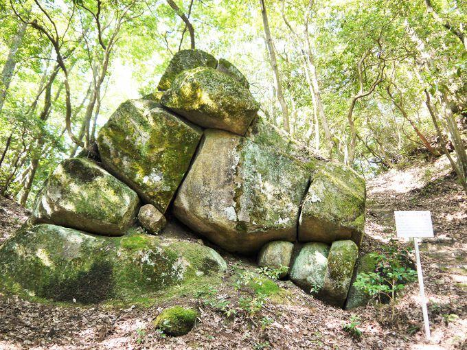 巨石に囲まれた妻木城跡がすごい!