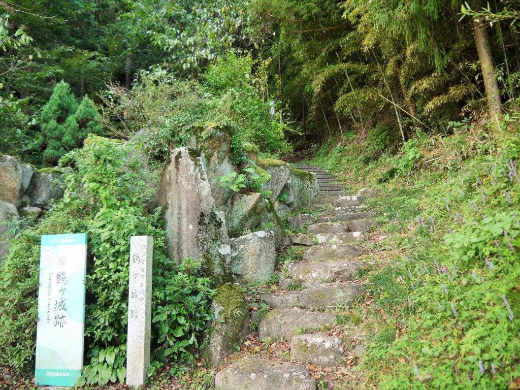 武田征伐の際に織田信長も入城した鶴ヶ城跡へ