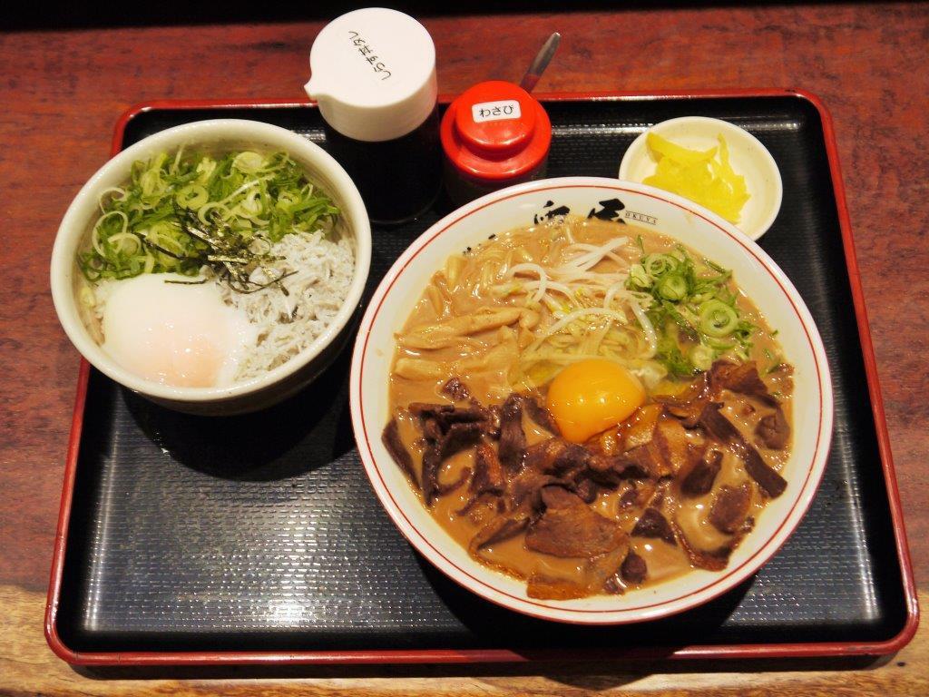 これぞ徳島の味!徳島ラーメン&温玉しらす丼セット