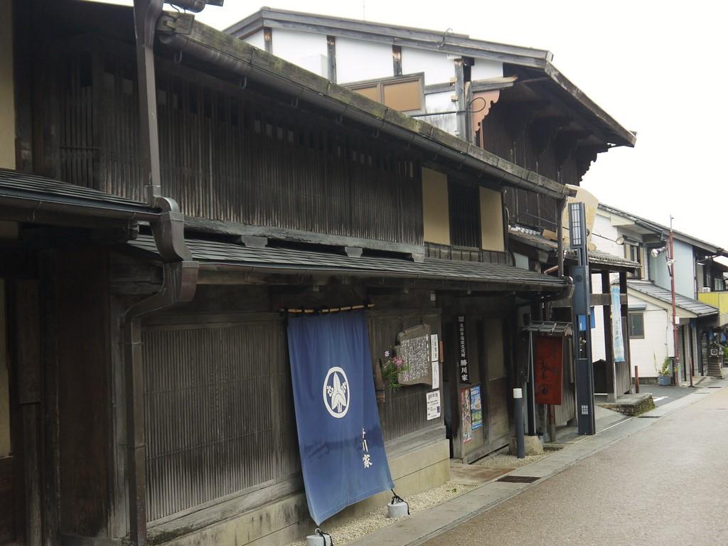 岩村城の遺構が随所に見られる「勝川家」