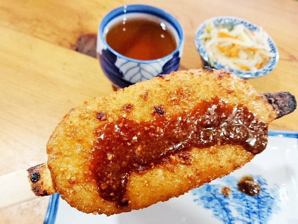 岩村の城下町で大人気の五平餅!
