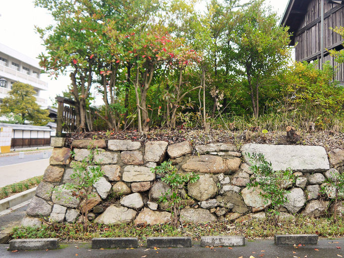 細川幽斎が築城した天守台の遺構