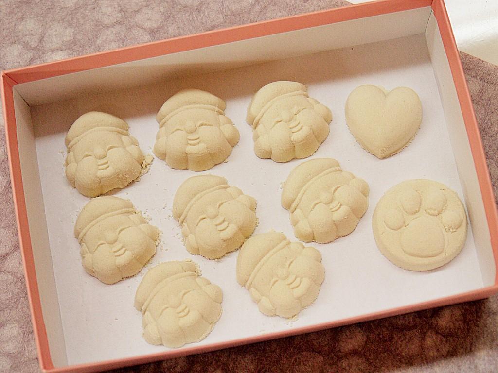 完成した干菓子は箱に入れて持ち帰りOK!