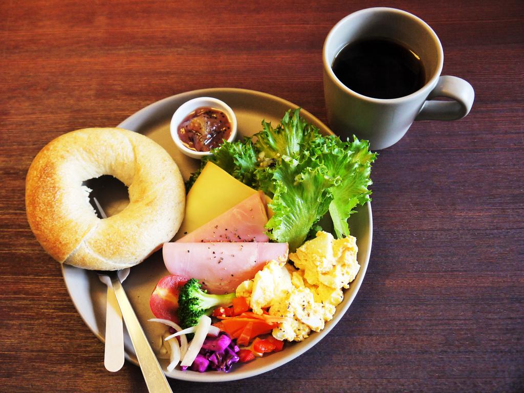 徳島野菜と絶品ベーグル!大人気のモーニングセット