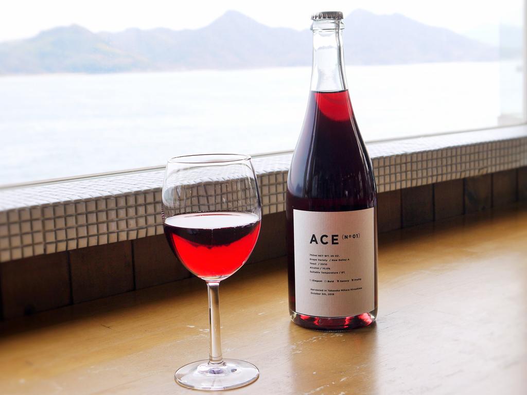 新鮮な魚介類と相性抜群の地元三原のワイン「ACE」