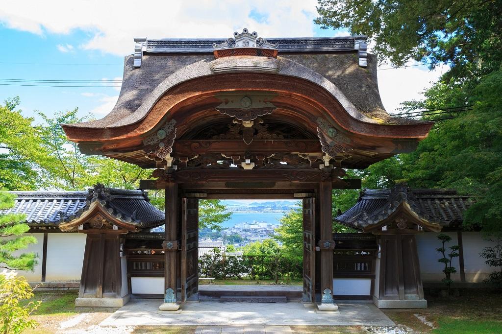 麒麟がいる!西教寺の唐門は琵琶湖の絶景ポイント