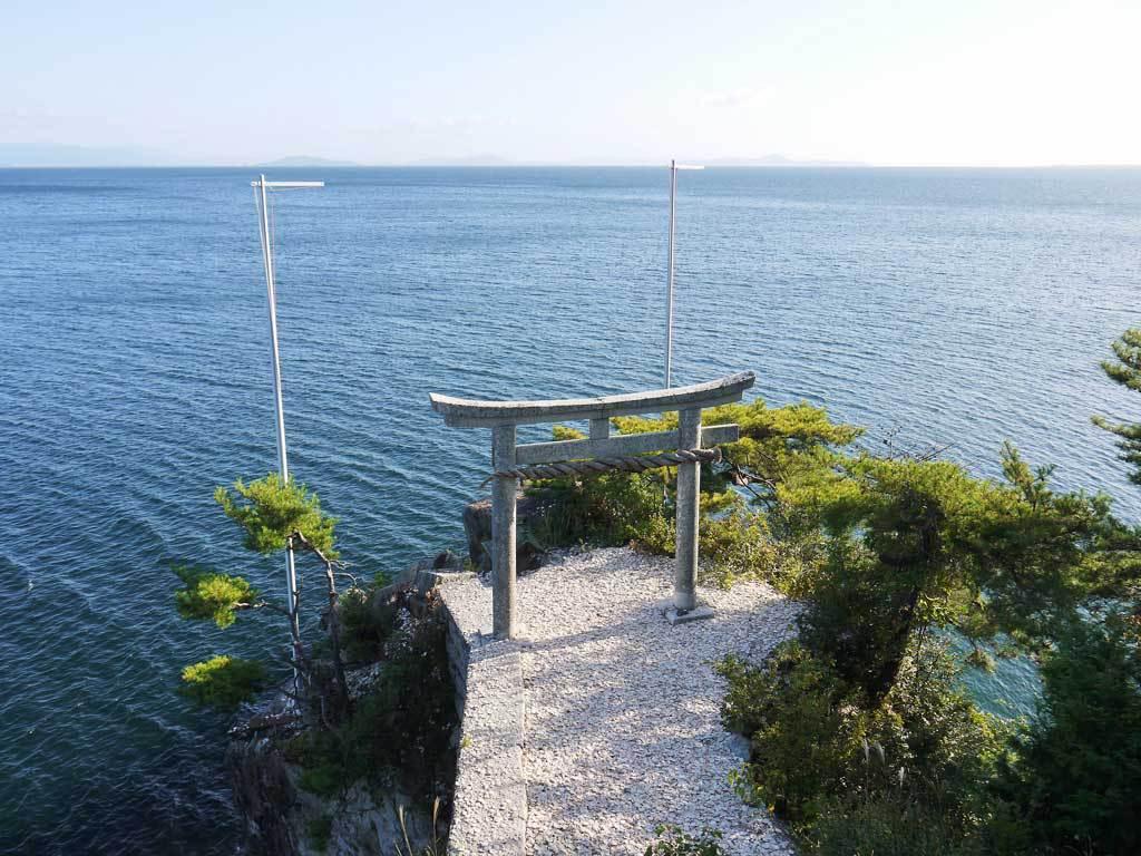 竹生島の絶景ポイント!都久夫須麻神社とかわらけ投げ