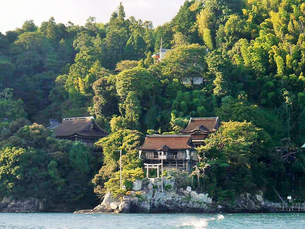 山の神の背比べと竹生島の誕生伝説