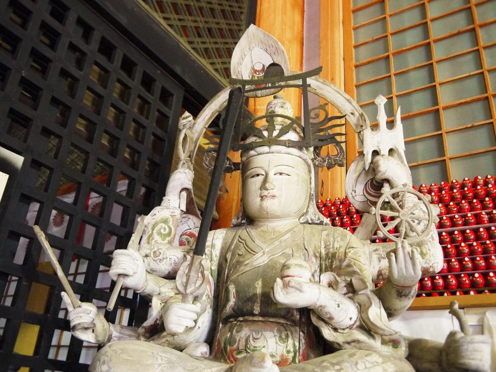 竹生島宝厳寺の弁才天と弁天様の幸せ願いダルマ