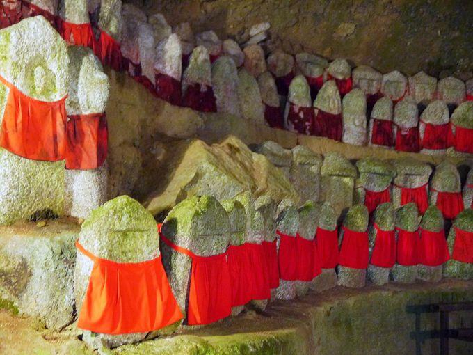 秘境駅の霊窟へ!比叡山焼き打ちの供養の地蔵群