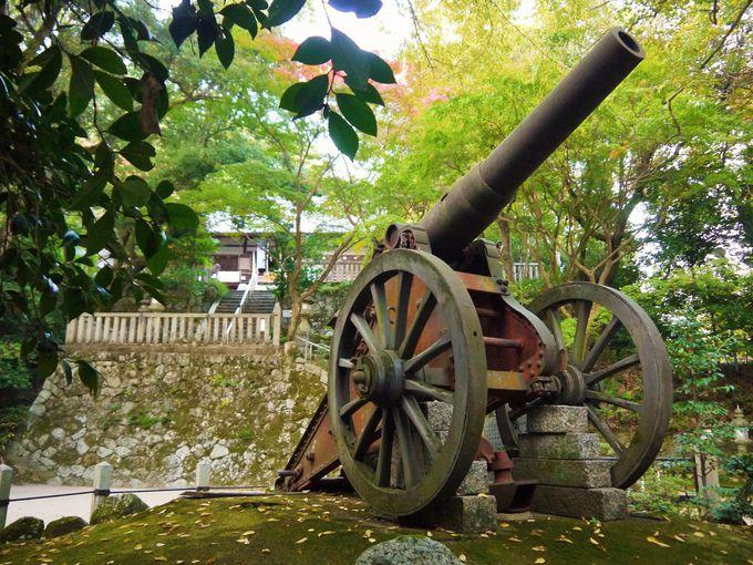 日露戦争の戦利品!? 境内のロシア製の大砲も必見