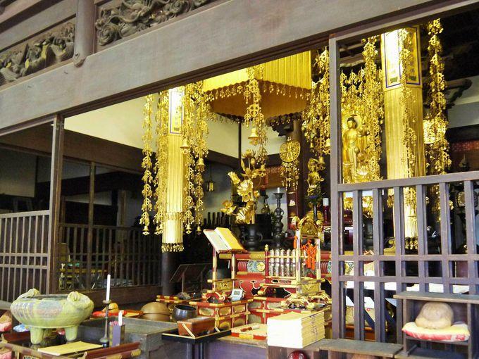 貴重で歴史価値の高い「極楽寺の本堂」と「山門」