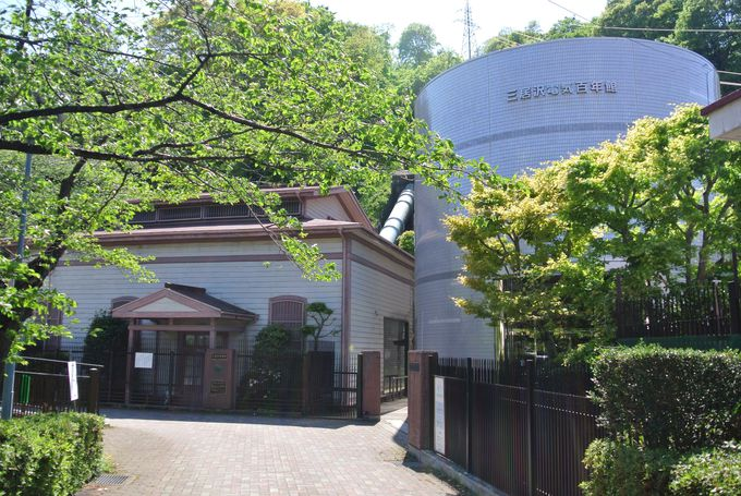 現役で稼働する日本初の水力発電所