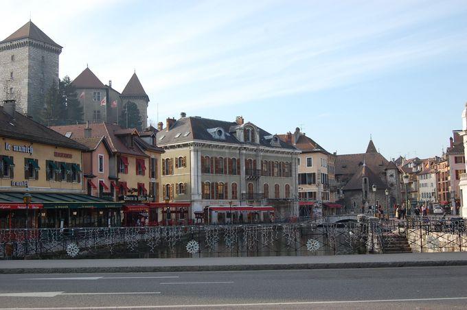 中世の面影を残す旧市街でショッピングやレストランを楽しもう!