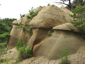 世界遺産カッパドキアが福島に?郡山市・浄土松公園のきのこ岩