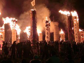 夜空を焦がす紅蓮の炎!福島・日本三大火祭り「松明あかし」