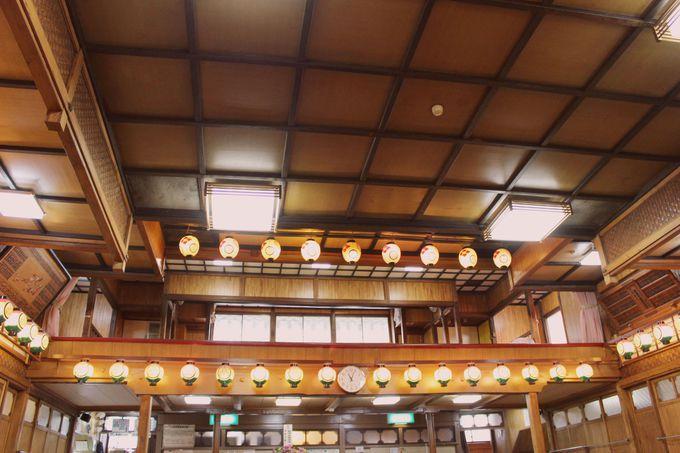舞台を俯瞰で見下ろせる二階席もオススメ