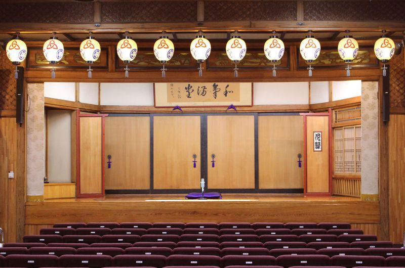 粋を楽しむ!都内唯一の木造建築の寄席「新宿末廣亭」で生の落語を堪能しよう