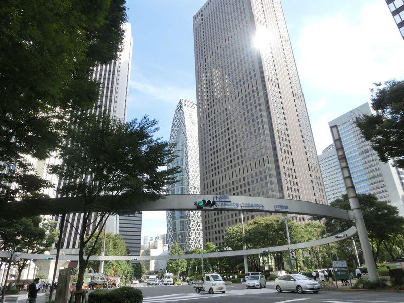 駅近で気軽に立ち寄れる!新宿の都心部で映画『君の名は。』の舞台を歩こう