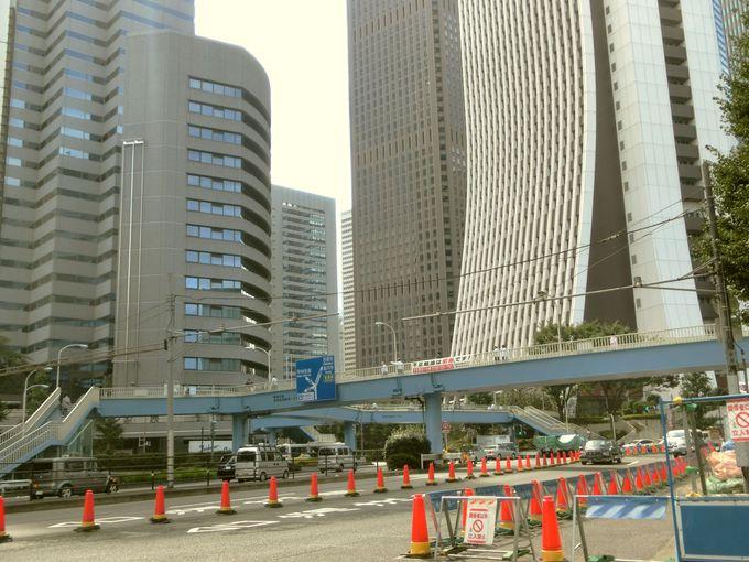 西新宿の何気ない陸橋も