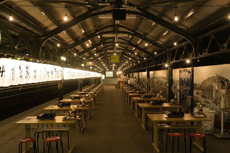 幻の3番ホームで餃子を焼く「ギョーザステーション」両国駅で開催