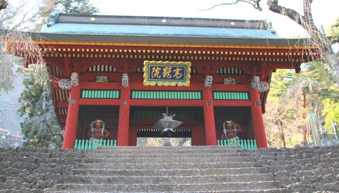 美しい色彩が魅力の妙義神社