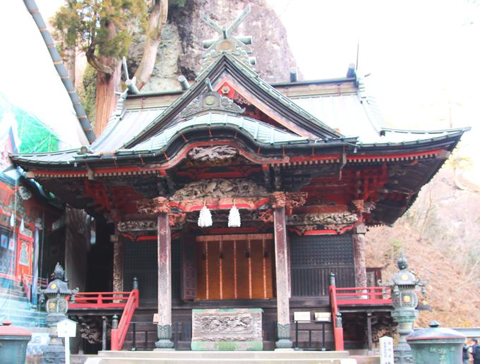 巨石に囲まれた榛名神社