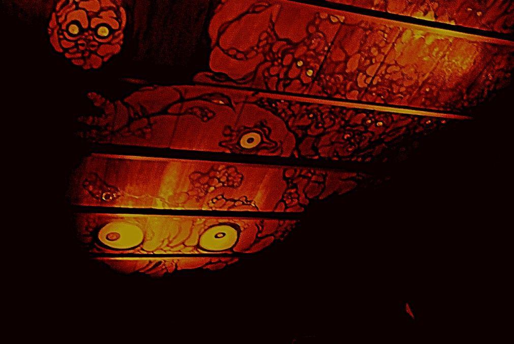 妖怪美術館4では暗闇で巨大な妖怪天井画をながめる