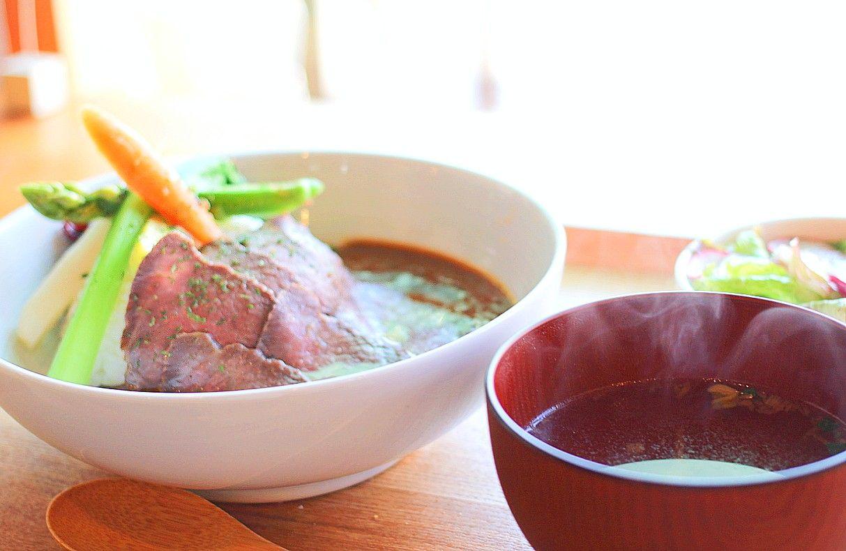 セトノウチ島メシ屋でオリーブ牛のローストビーフを食べ比べる