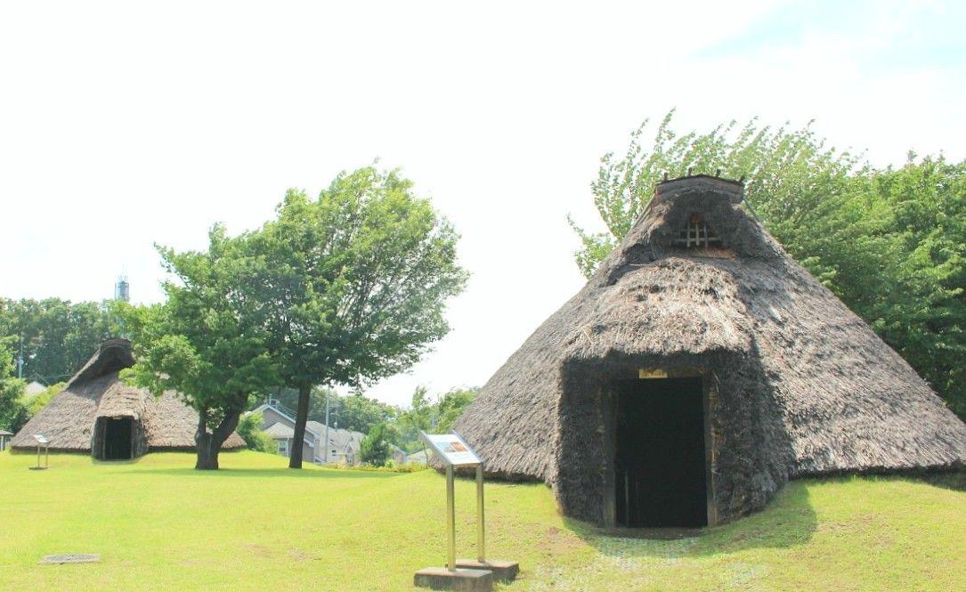 縄文と弥生の住居を復元した本町田遺跡公園