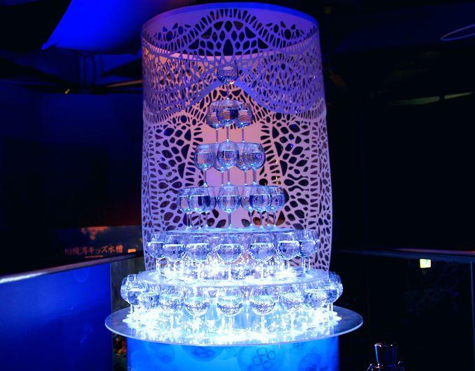 幻想的なクラゲのグラスツリーは必見