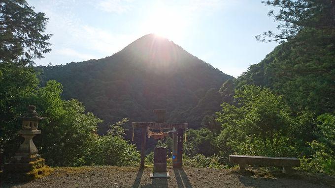 パワースポット!日本三大ピラミッドのひとつ日室ヶ嶽