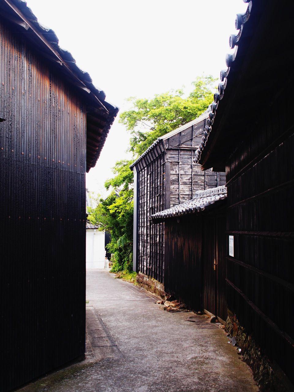 レトロで美しい「黒壁集落」を歩く