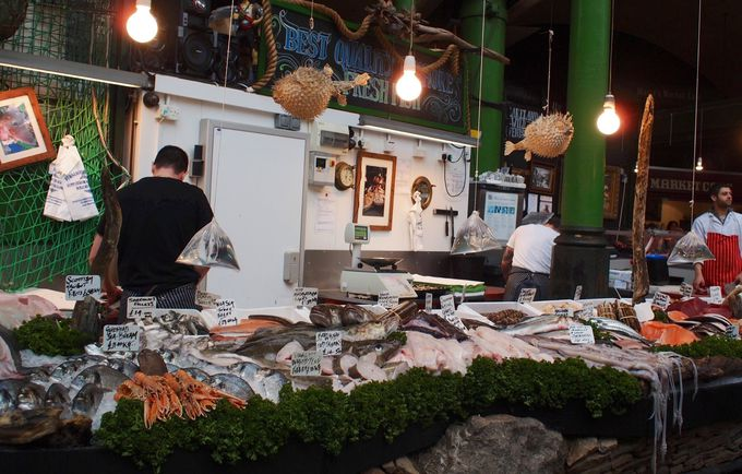 活気ある鮮魚店