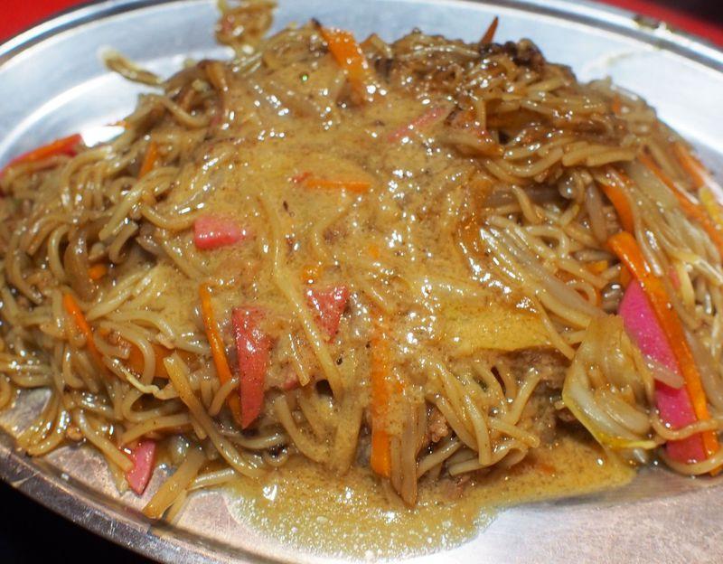 博多名物「焼きラーメン」を元祖の屋台で食べよう!