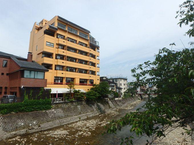 宮川沿いに建つ名旅館「本陣平野屋別館」