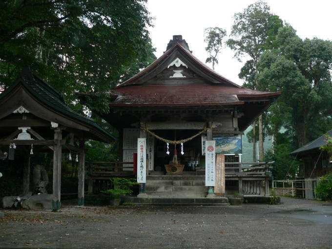 紫尾神社拝殿下に湧出する北薩摩屈指の名湯