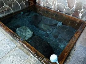 温泉ファンに絶大な人気を誇る名湯、湯川内温泉「かじか荘」