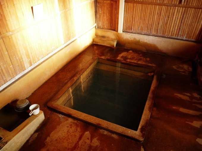 2つの源泉を持つ弥次ヶ湯温泉